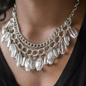 Paparazzi clear short necklace W/Matching Earring